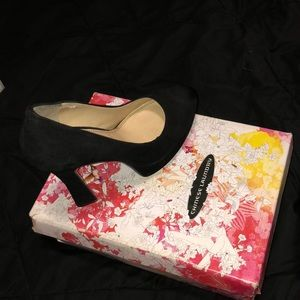 Chinese laundry suede pumps